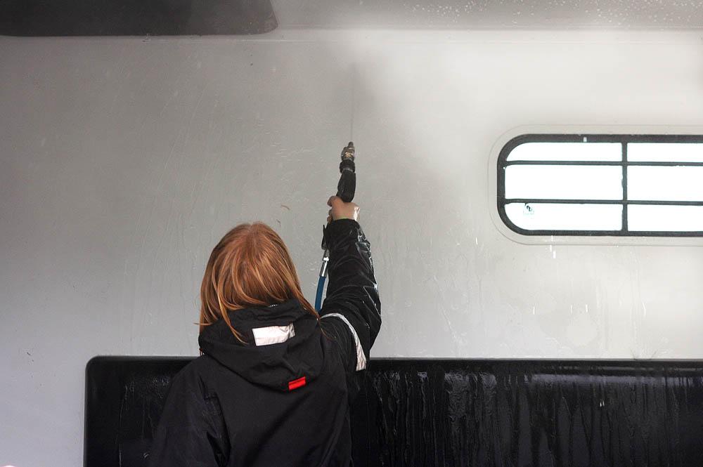 Pidä traileri puhtaana ja hygienisenä säännöllisellä pesulla.